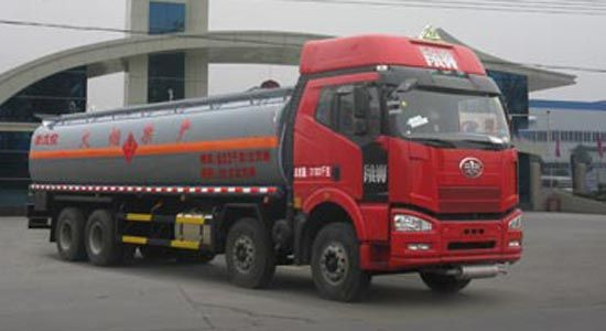 解放前四后八易燃液体罐式运输车